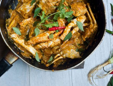 Homestyle Seafood Curry with Crab
