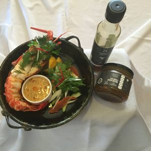 lobster-with-chilli-and-onion-dip-2