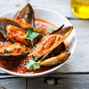 shutterstock_399751015_Mussels-Butter-Chilli-Tomato_500k